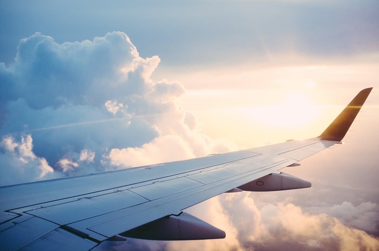 Avion, voiture ou train. Quel moyen de transport pour aller en vacances?